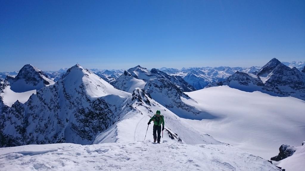 20150313 Silvretta 5 - Spilvrettahütte-Scheenglocke-Silvretrasee-Wirl-Kappl-Pitztal - 52 Subiendo al Scheenglocke (3223 m) detrás Pizz Buin y Silvrettahorn